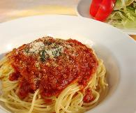 洋食屋ミートスパゲッティとサラダ
