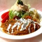 野菜タップリのデミバーグとサラダ 野菜の旨みタップリの濃厚なソースがハンバーグにピッタリ 洋食店定番のデミグラスソースでお召し上がりを