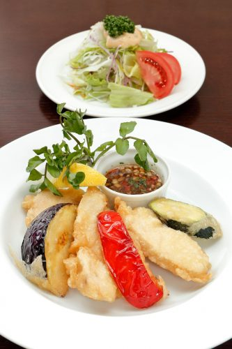京都産若鶏と旬野菜のフリット
