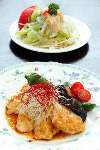 京野菜と若鶏のグリルとサラダ