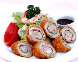 豚フィレ肉の包み揚げとサラダ