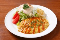 カレー風味のオムバーグ(150g)とサラダ