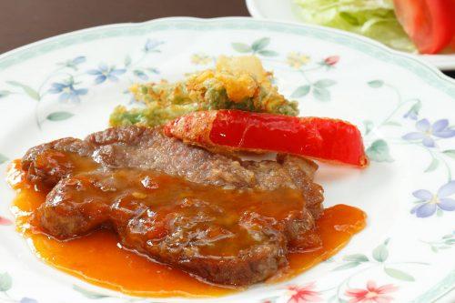 国産豚のソテー旬野菜添えとサラダ